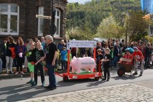 K800_Schubkarrenrennen Morsbach_26.04.2015_020FotoHJSchuh