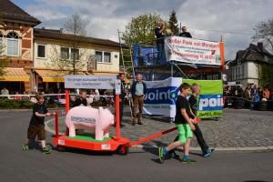 K800_Schubkarrenrennen Morsbach_26.04.2015_023FotoHJSchuh