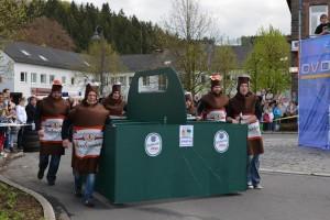 K800_Schubkarrenrennen Morsbach_26.04.2015_028FotoHJSchuh